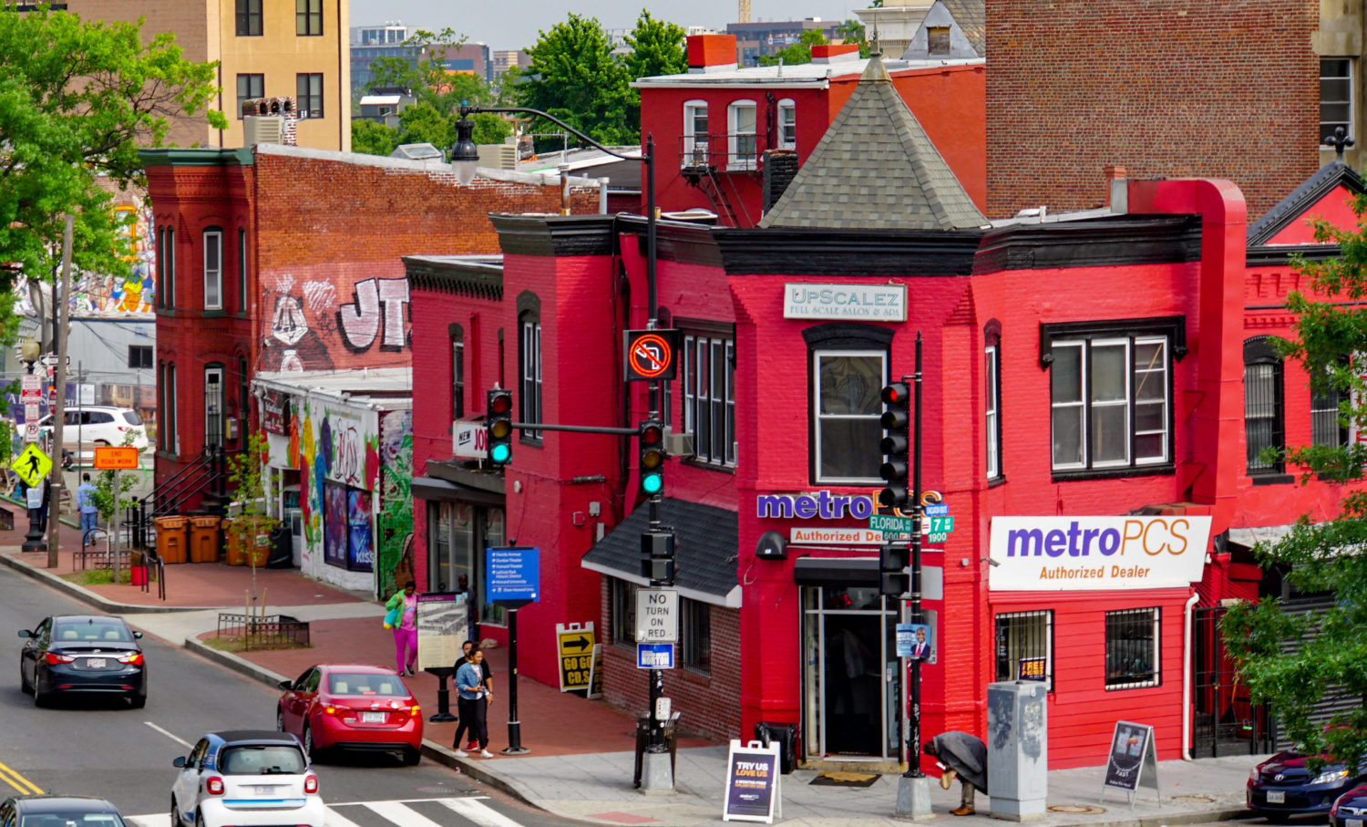 Shaw's Metro PCS Store Has Been Forced To Turn Off Its Go-Go